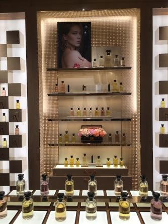 Louis Vuitton Parfum. Die Blumen werden an gute Kunden verschickt <3