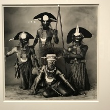 Women with Three Tribesmen - Nouvelle Guinée