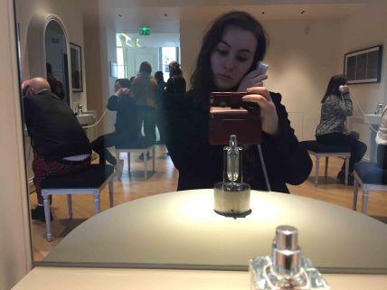 Auf einem Bildschirm und mit einem Hörer konnte man die Informationen über den Duft hören